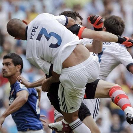 Pepe đã phải nhập viện sau pha va chạm kinh hoàng với Casillas