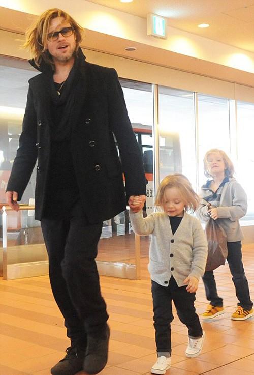 Trước đó, Brad Pitt cùng Angelina Jolie và các con ở lại Budapest một thời gian dài và tránh xa sự soi mói của báo giới.