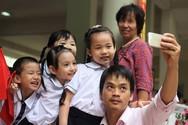 Phụ huynh Hà Nội nức nở khen hình thức đăng ký tuyển sinh trực tuyến vào lớp 1