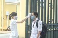Khẩu trang, nước sát khuẩn sẵn sàng phục vụ thí sinh thi tốt nghiệp