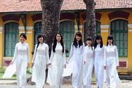 Nữ sinh mặc áo dài giữa mùa hè nóng nực, có nên thay đổi không?