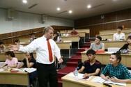 Chứng chỉ ngoại ngữ có cần thiết cho giáo viên không?