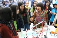 Học sinh Trung học cơ sở Thanh Xuân hiểu về vũ trụ, kỹ thuật tại ngày hội STEAM