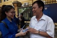 Áo xanh tình nguyện tiếp sức phụ huynh, thí sinh thi vào lớp 10 của Hà Nội