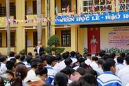 """""""Ông Biển Đông"""" kể chuyện về chủ quyền cho học sinh vùng cao Bắc Giang"""