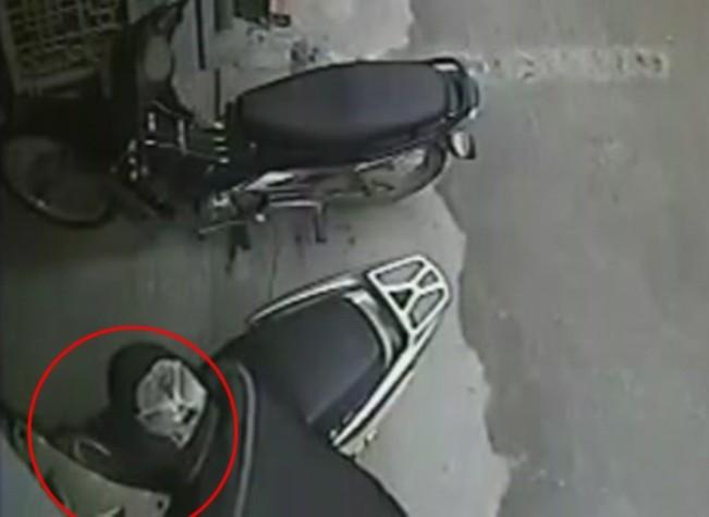 10 giây sơ ý, mất ngay xe tay ga cao cấp ở Hà Nội