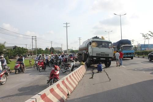 Hiện trường sự cố giao thông suýt xảy ra thảm họa trên XLHN.