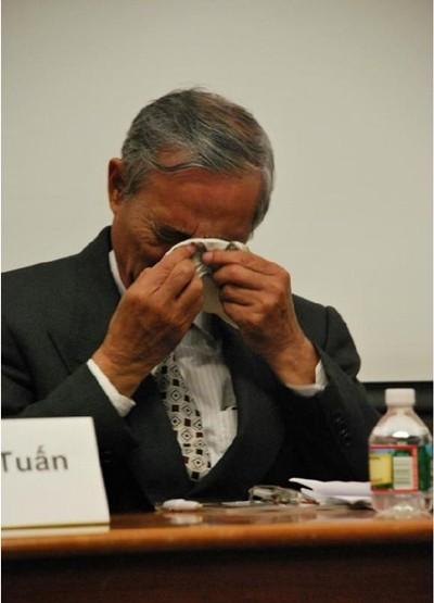 Một Tiến sĩ khóc trên đất Mỹ khi nói về biển đảo Việt Nam