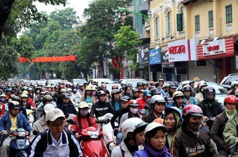Hà Nội thường xuyên bị tắc đường.