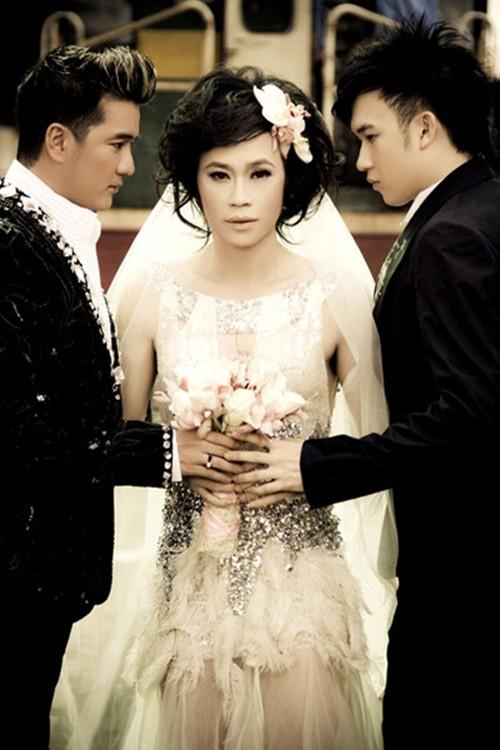 Bộ ảnh cưới tay ba của Mr. Đàm - Hoài Linh và Dương Triệu Vũ từng gây xôn xao dư luận suốt một thời gian dài.