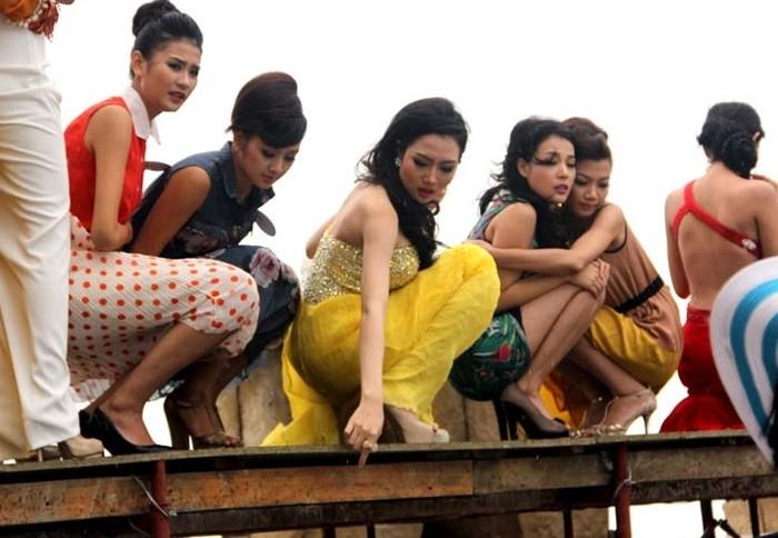 Các thí sinh Hoa hậu Việt Nam sợ hãi nháo nhào vì gặp sự cố