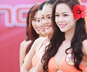 Ai là mỹ nhân bikini gợi cảm nhất Hoa hậu Việt Nam 2012?