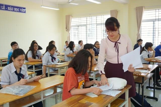 Đánh giá học sinh trung học kết hợp giữa nhận xét và chấm điểm