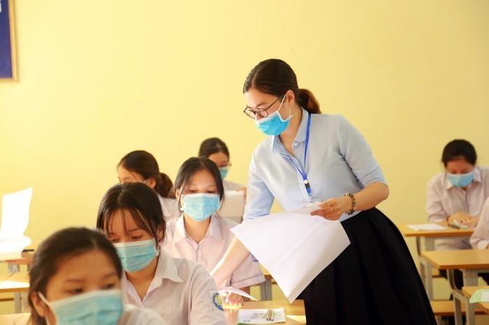 Chỉ tiêu tuyển sinh lớp 10 của trường công và trường tư ở Hà Nội