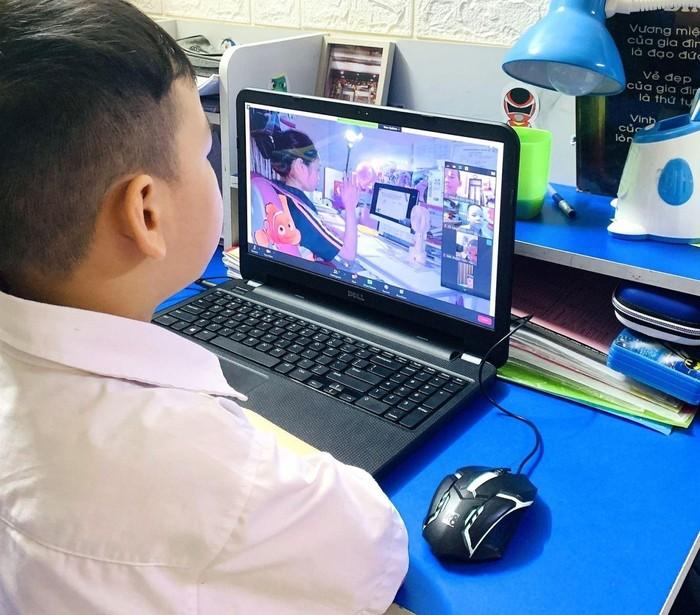 Theo tôi, nhất thiết không được dạy trực tuyến cho học sinh lớp 1