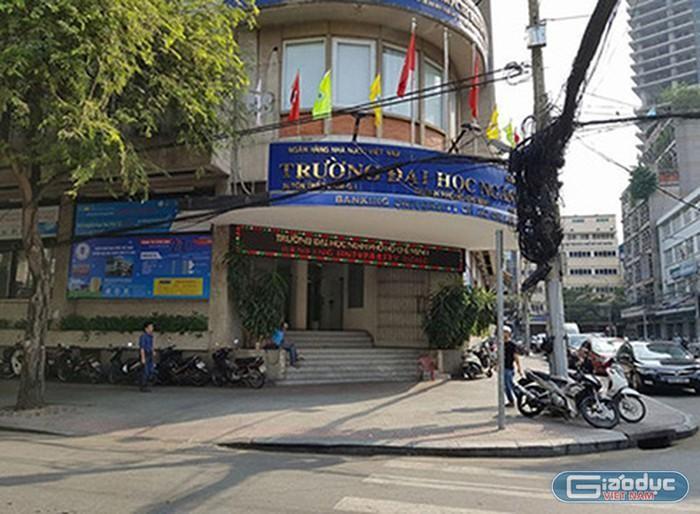 Mạo danh Đại học Ngân hàng thành phố Hồ Chí Minh quảng cáo thi chứng chỉ bao đậu