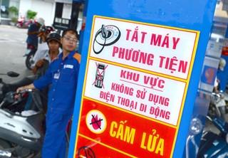 Alô ở cây xăng, phạt 5 triệu đồng: Dân ngơ ngác, đại lý