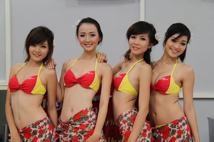 VietJetAir khẳng định các cô gái diễn bikini trên máy bay là lành mạnh