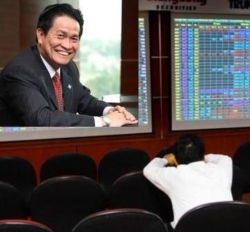 Hôm nay, cổ phiếu liên quan đến cựu Chủ tịch Sacombank vẫn giảm mạnh
