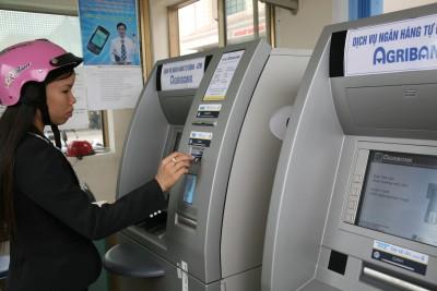 Thẻ ATM bị nuốt tiền, Agribank xử lý sự cố 20 ngày là quá lâu?