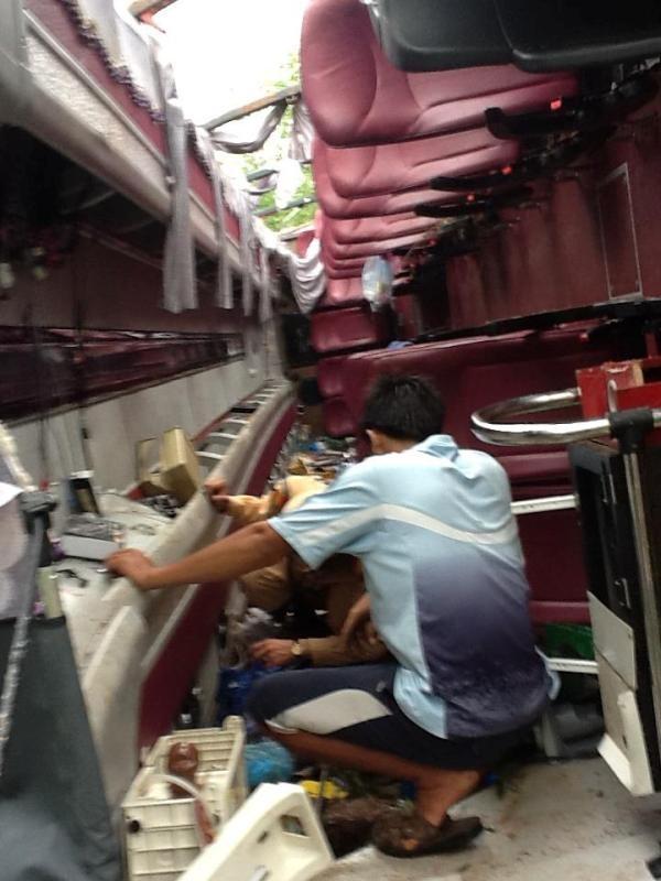 Ảnh: Xe chở phật tử gặp tai nạn kinh hoàng, 38 người thương vong
