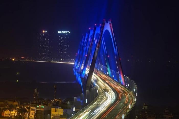 Ánh sáng xanh lơ-sắc màu đại diện cho nhận biết về hội chứng tự kỷ-đã một lần nữa được đồng loạt thắp lên tại nhiều công trình trên khắp ba miền đất nước.