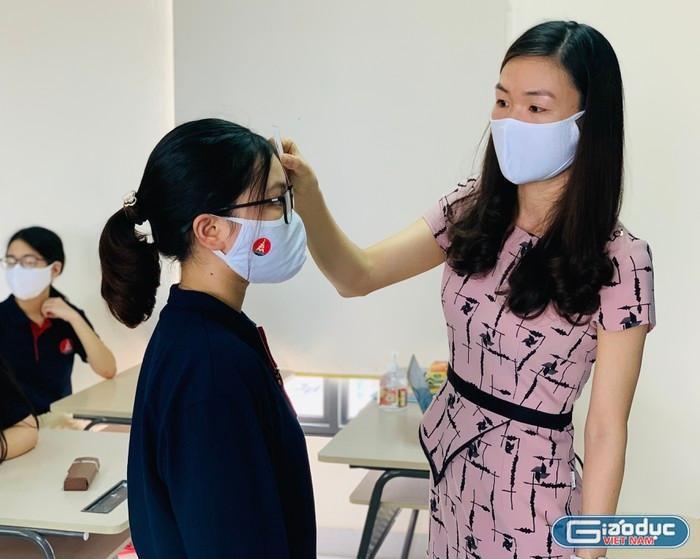 """Học sinh Sài Gòn """"vắt chân lên cổ"""" kiểm tra học kì để kịp tránh dịch"""
