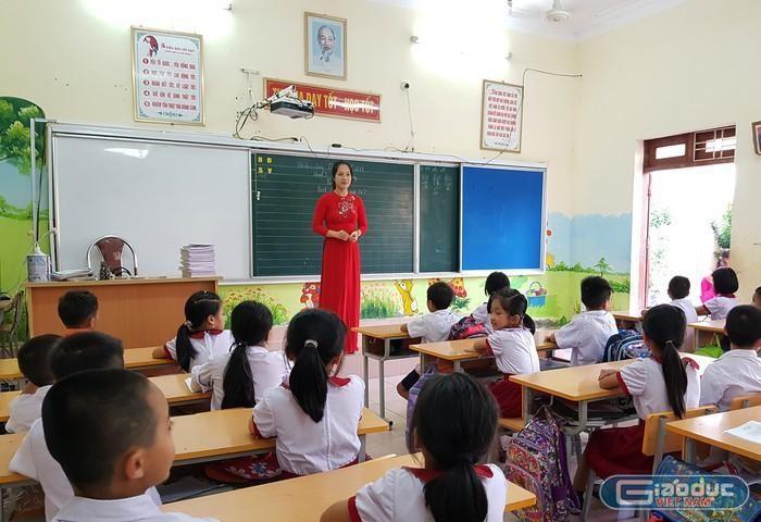Chuyển xếp lương mới, hầu như chỉ giáo viên trẻ bậc tiểu học hưởng lợi