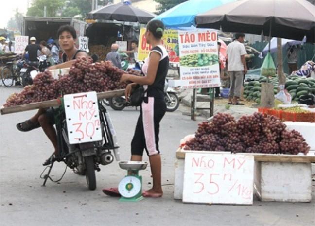 Audio: Loạn nguồn gốc các loại nho bán rong trên đường phố Hà Nội