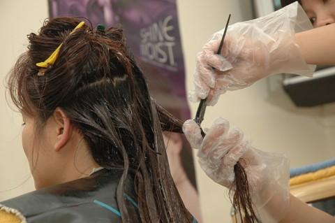 Vì sao phụ nữ có thai không nên nhuộm tóc?