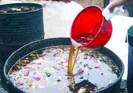 Rúng động: Thuốc kháng sinh Trung Quốc chế từ dầu bẩn