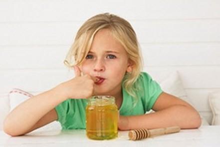 Trẻ nhỏ ăn mật ong dễ bị ngộ độc