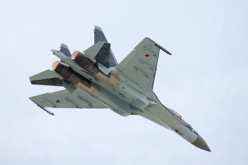 Su-35 so tài F-35 chẳng khác nào người lớn cầm roi đánh trẻ nhỏ?
