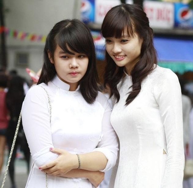 Chùm ảnh: Nữ sinh duyên dáng áo dài ngày khai trường