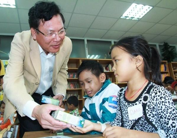 Những hình ảnh xúc động: Bộ trưởng Phạm Vũ Luận thăm Lớp học Hy vọng
