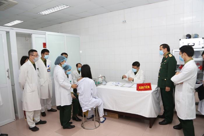 Khẩn trương tổ chức tiêm vắc xin phòng COVID-19 đảm bảo an toàn, đúng đối tượng