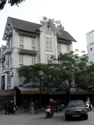 Theo Công an phường Văn Quán, vợ chồng ông Hải thuê mặt bằng tại căn nhà 32BT8 để mở xưởng gỗ cách đây hơn một năm.