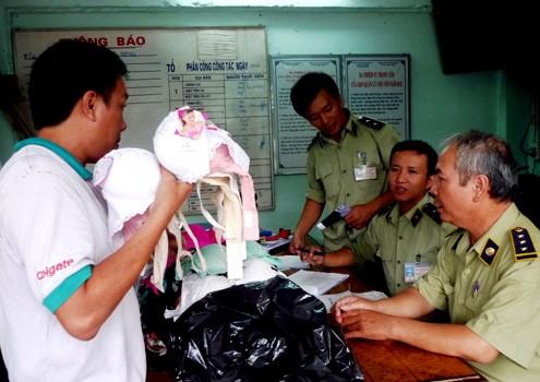 Áo nâng ngực xuất xứ từ Trung Quốc chứa thuốc lạ