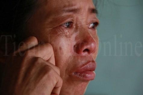 Nước mắt người mẹ nghèo có con đỗ Học viện Tài chính