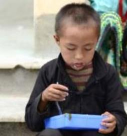 Ngày khai trường và bữa cơm có thịt của học sinh Hà Giang