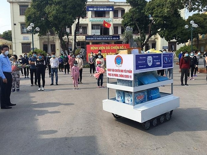 Đại học Sao Đỏ sản xuất thần tốc robot phục vụ chống dịch COVID-19