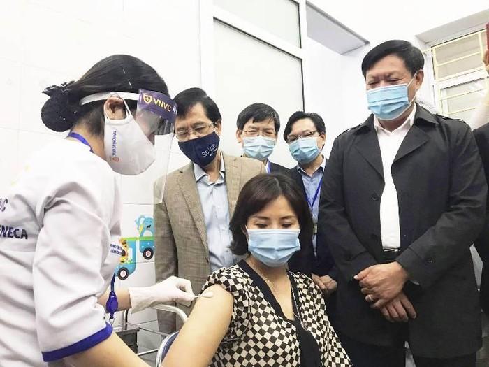Những hình ảnh đầu tiên tiêm Vacccine ngừa Covid-19 tại Việt Nam