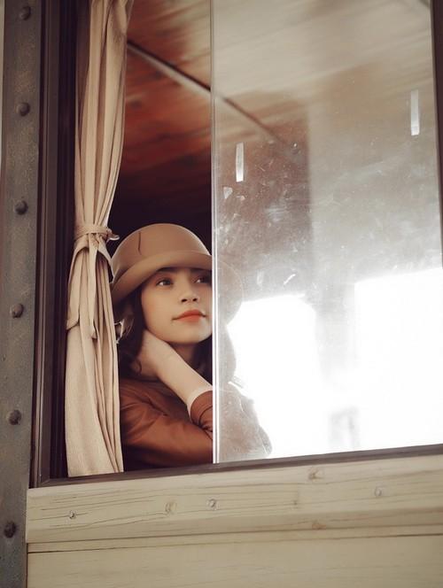 """Chùm ảnh của Hồ Ngọc Hà được hai nhiếp ảnh gia Pro K và Thuckand ghi lại, khi nữ ca sĩ tham gia diễn xuất trong clip mới """"Một lần cuối thôi"""". Trong clip này, ê-kíp thực hiện khai thác tối đa hình ảnh đằm thắm, dịu dàng của """"bà mẹ một con""""."""