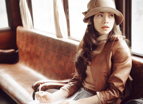"""""""Một lần cuối thôi"""" là sáng tác tiếp theo mà nhạc sĩ Nguyễn Hồng Thuận dành tặng Hồ Ngọc Hà, sau khi cô hát thành công 2 ca khúc của anh là """"Tìm lại giấc mơ"""" và """"Sao ta lặng im""""."""
