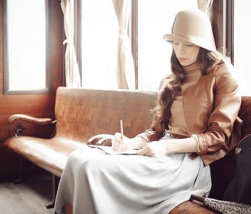 """Đây cũng là một trong những ca khúc nằm trong album """"Những hạt nắng sau mưa"""" của chính nhạc sĩ Nguyễn Hồng Thuận. Album sẽ chính thức phát hành vào ngày 12/9 tới, với nhiều sự kết hợp thú vị khác."""