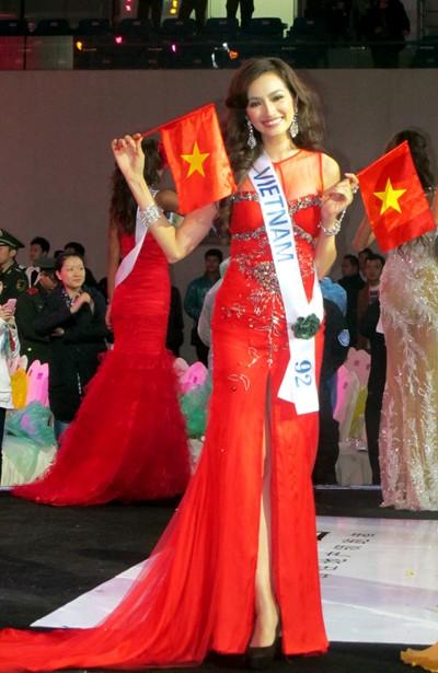 Trúc Diễm rạng rỡ trong đêm chung kết cuộc thi Miss International 2011.