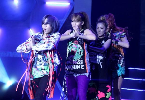 Ngoài giọng hát khỏe khoắn, nhóm 2NE1 còn rất mạnh mẽ và nổi loạn trong vũ đạo.