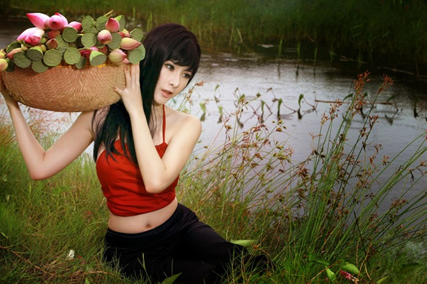 Phương Trinh cũng lấn sân sang lĩnh vực ca hát, tuy nhiên, chất giọng còn hạn chế khiến cô không nhận được nhiều sự kỳ vọng từ người nghe.