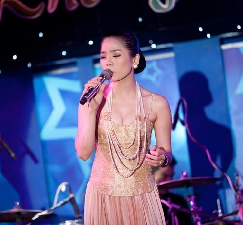 Trong liveshow, Lệ Quyên sẽ hát gần 30 bài trong vòng 3,5 giờ đồng hồ. Các khách mời Hương Lan, Đàm Vĩnh Hưng, Quang Dũng, Quang Lê sẽ lần lượt hát song ca với cô những ca khúc gắn liền với tên tuổi của từng người.