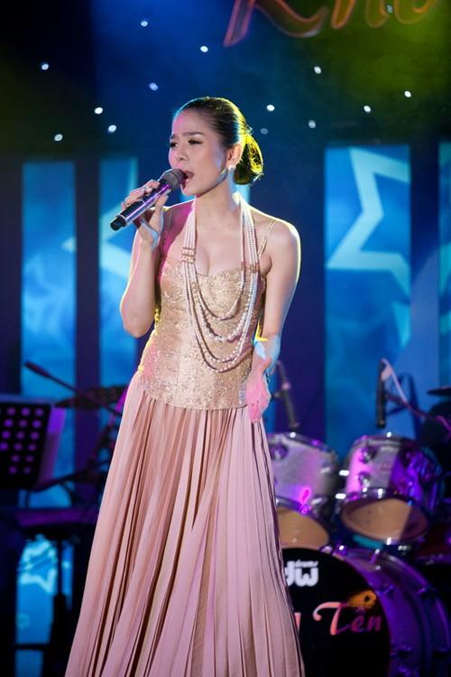 Trong buổi họp báo, Lệ Quyên đã hát say sưa 5 ca khúc và nhận được nhiều sự khen ngợi cũng như cổ vũ của những người có mặt.